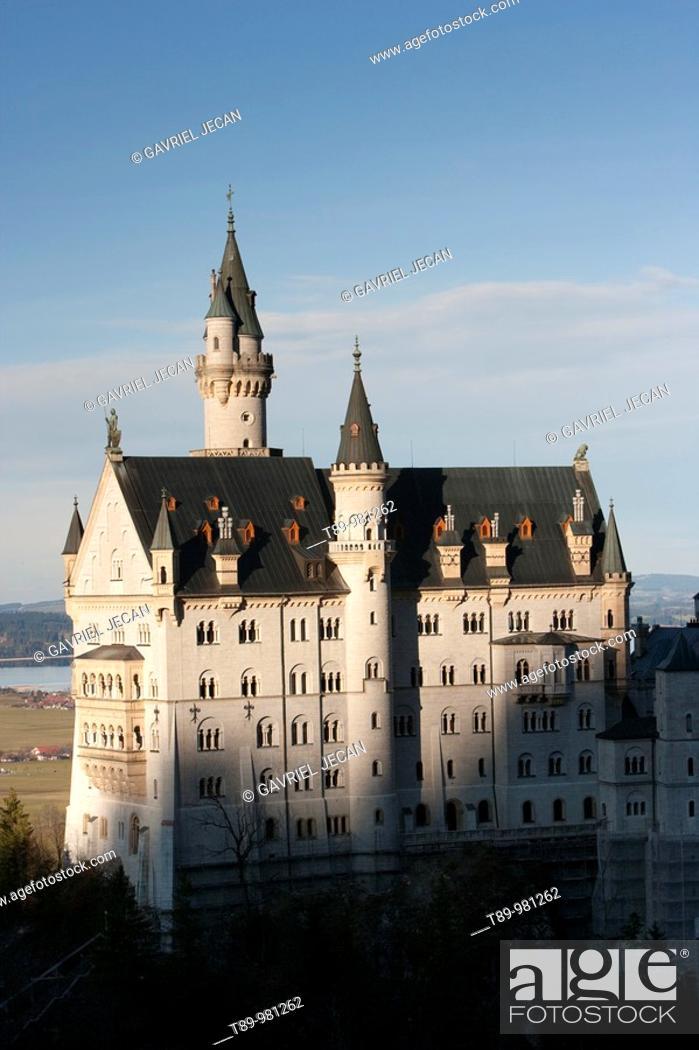 Stock Photo: Germany, Bayern-Bavaria, Deutsche Alpenstrasse, Schwangau. Neuschwanstein Castle from Tegelberg Mountain.