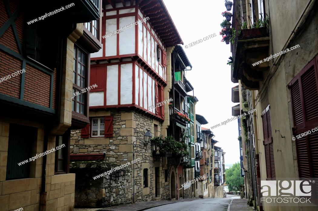 Stock Photo: Street in the old part of Fuenterrabia, Basque Country, Guipuzcoa.