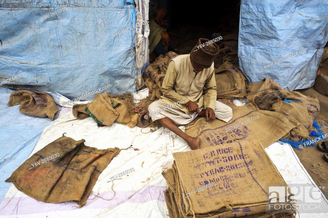 Stock Photo: Recovery and repair of jute sacks ( Odisha state, India).