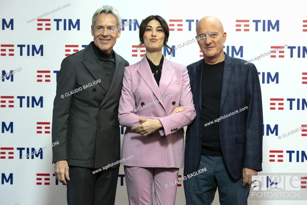 Imagen: Italian presenters Claudio Baglioni, Claudio Bisio and Virginia Raffaele in the Press Room of the 69th Sanremo Music Festival.