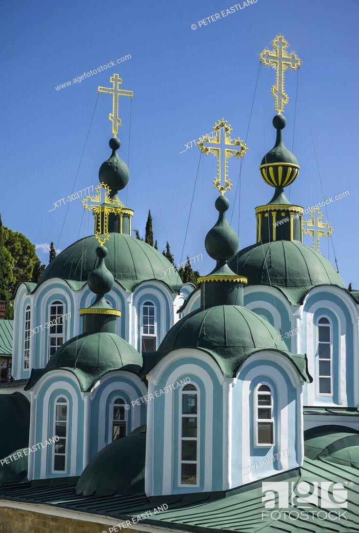 Imagen: Cupolas on the Katholikon at the center of St. Panteleimon, a Russian monastery on The Athos peninsula, Macedonia, Northern Greece.