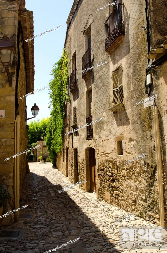 Stock Photo: Europe, Spain, Girona, Peratallada, is a town in the municipality of Forallac, in the county of Baix Empordà, in Catalonia.