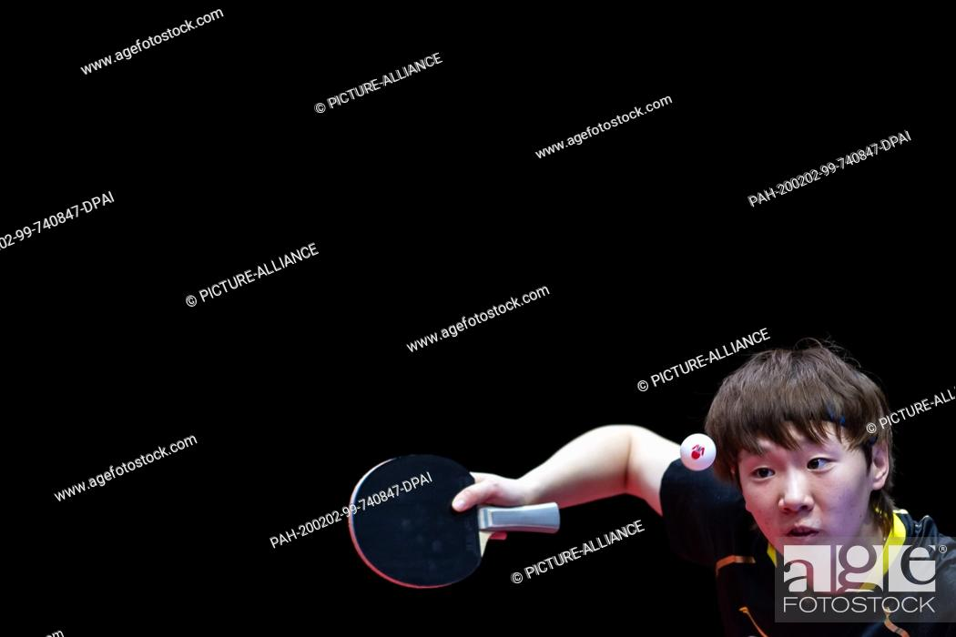 Imagen: 02 February 2020, Saxony-Anhalt, Magdeburg: Table tennis: German Open, women, singles, semi-finals, Ding (China) - Wang (China). Wang Manyu in action.