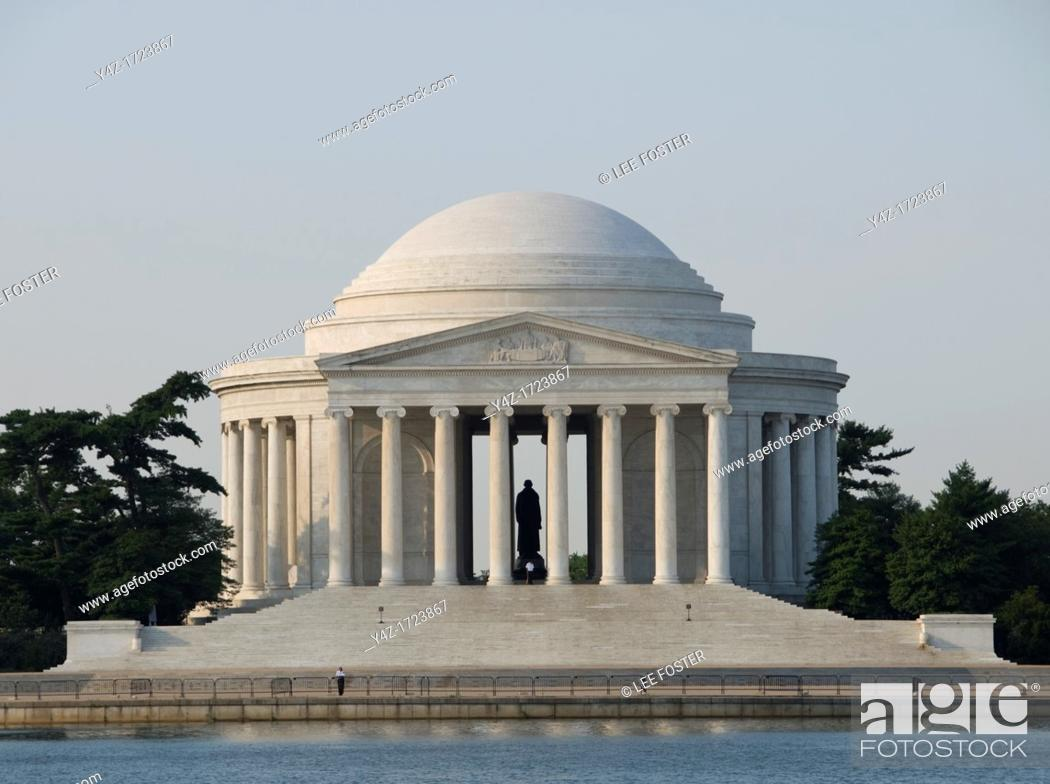 Stock Photo: Washington DC, USA, the Thomas Jefferson Memorial, with his statue in a rotunda at the Tidal Basin.