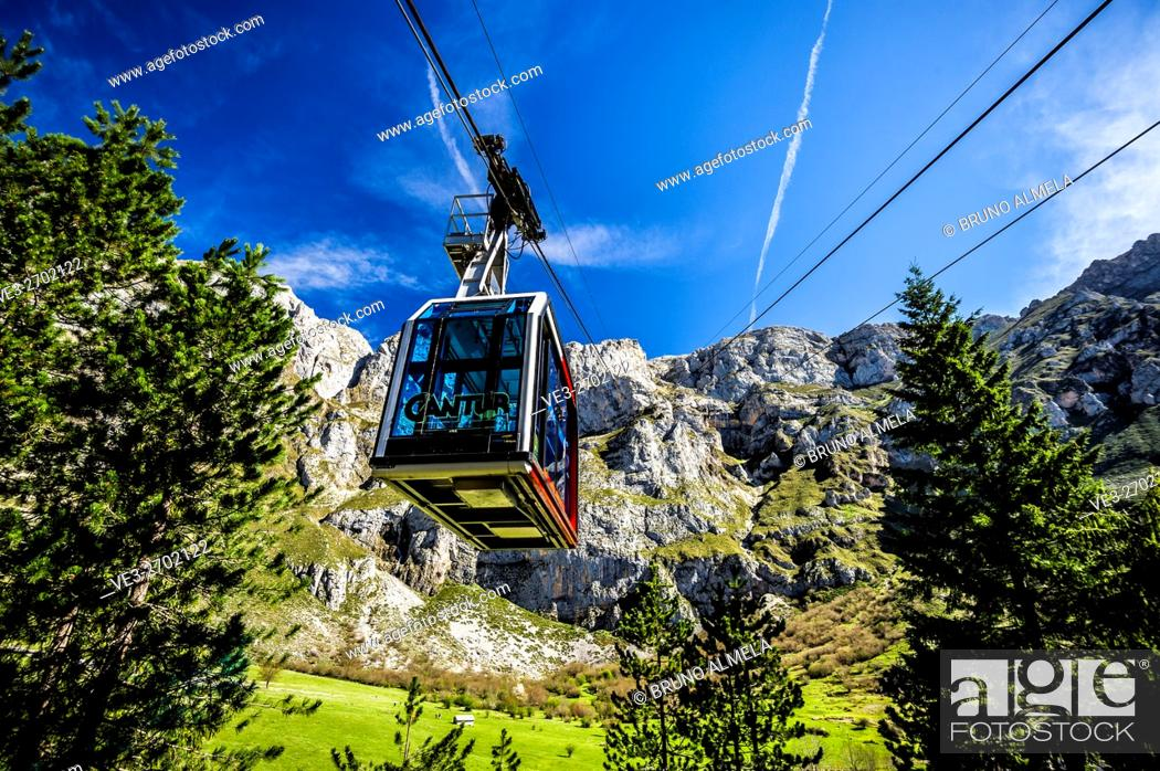 Imagen: Cableway of Fuente Dé in the Picos de Europa national Park (region of Cantabria, Spain).