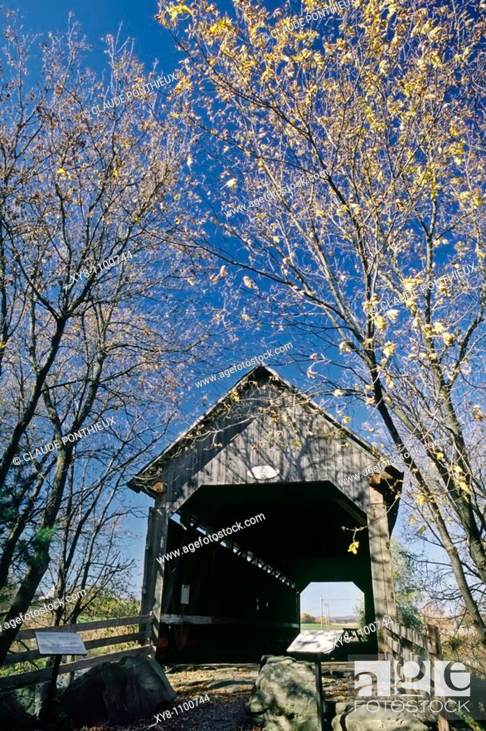 Stock Photo: Covered-bridge-Drouin, Québec, Canada.