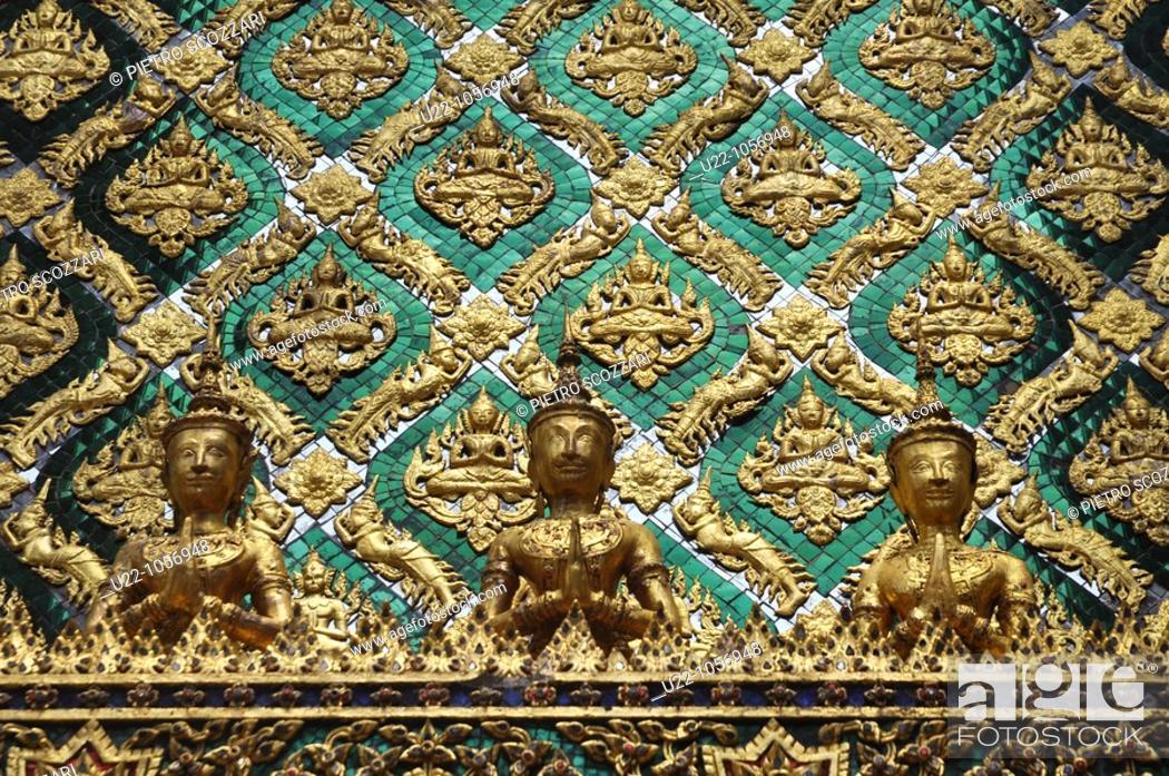 Stock Photo: Bangkok (Thailand): golden decorations the Wat Phra Kaew.