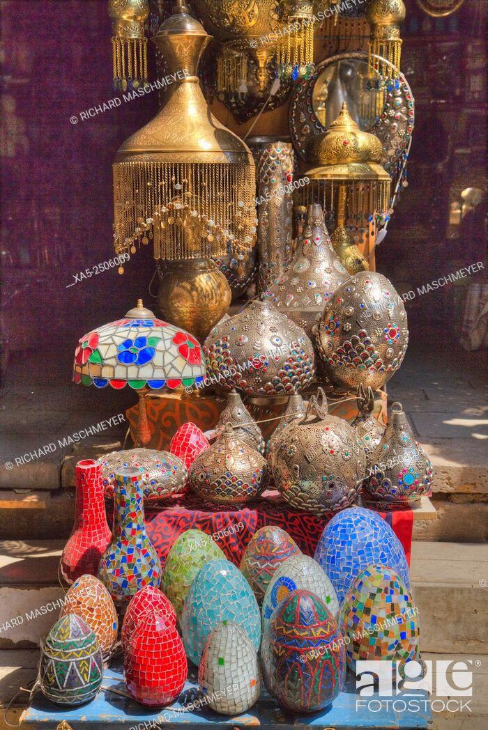 Imagen: Goods for Sale, Khan Al-Khali Bazaar, Cairo, Egypt.