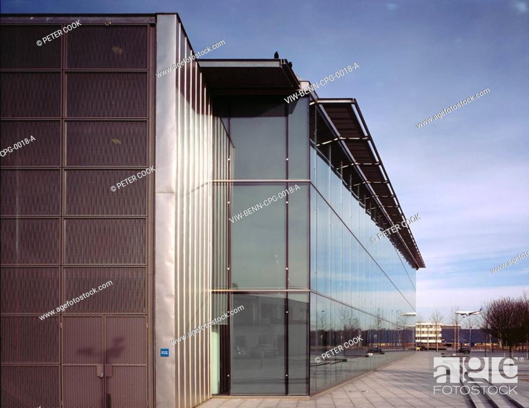 Stock Photo: CITY PLACE, CIY PLACE, GATWICK, WEST SUSSEX, UK, BENNETTS ASSOCIATES, EXTERIOR, OVERALL VIEW FROM STEEL ELEVATION.