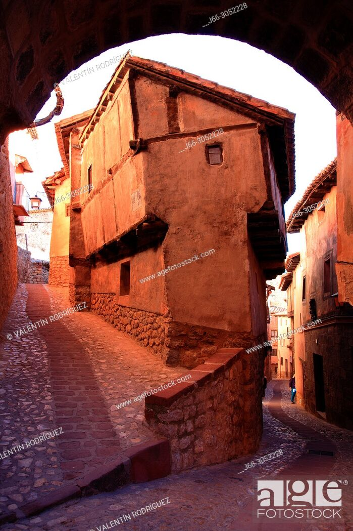 Imagen: Street in Albarracín. Teruel.