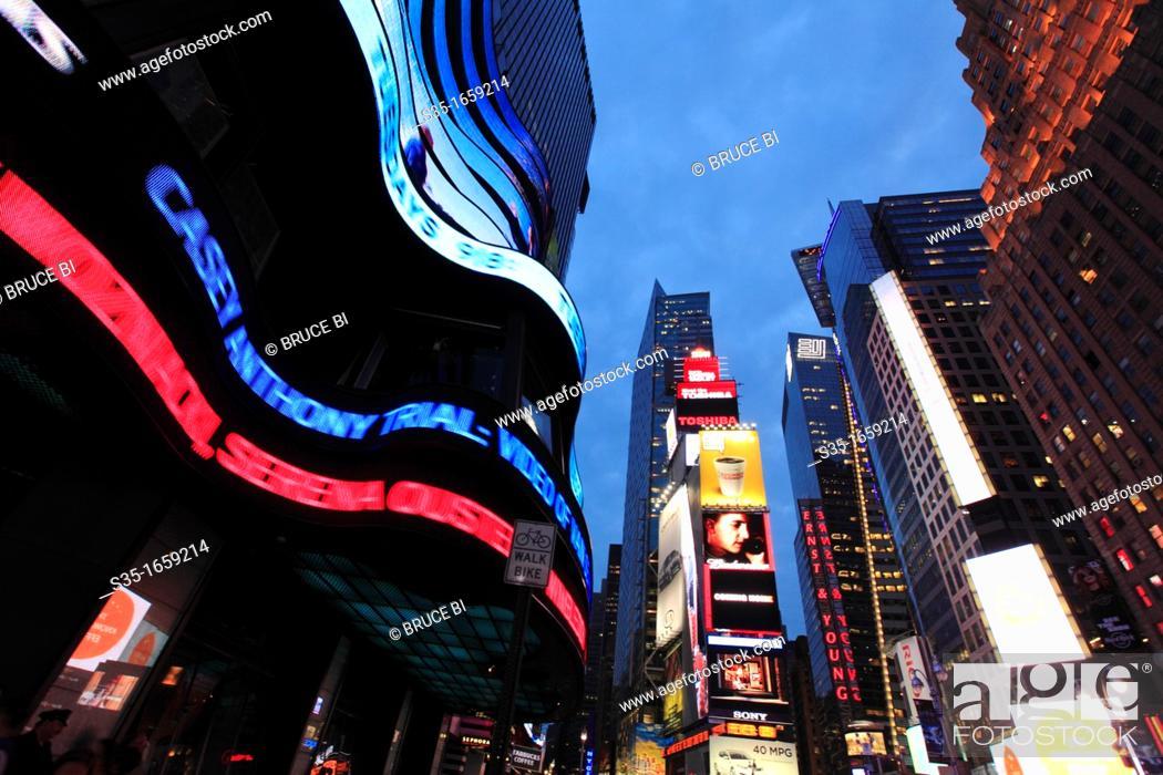 Imagen: The twilight view of Times Square  Manhattan  New York City  USA.