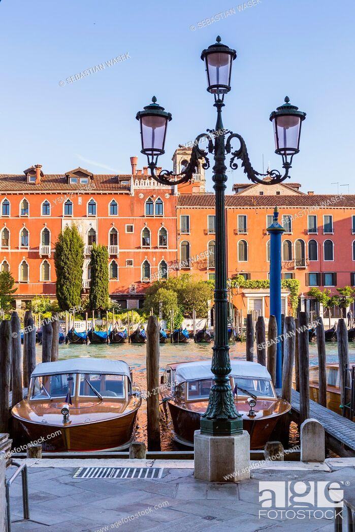 Stock Photo: Grand Canal seen from Riva del Carbon, Venice, Veneto, Italy, Europe.
