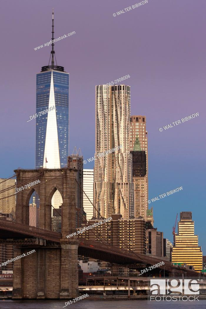 Stock Photo: USA, New York, New York City, Brooklyn-Dumbo, Brooklyn Bridge, dawn.