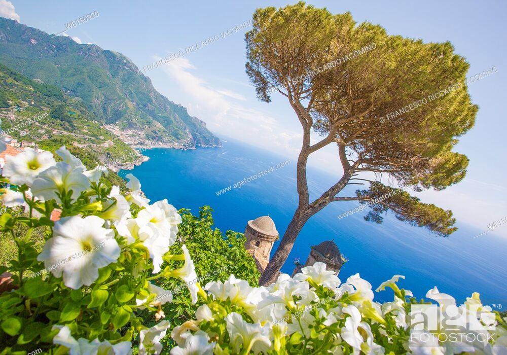 Stock Photo: Ravello, Amalfi Coast, Sorrento, Italy. View of the coastline from Villa Rufolo.