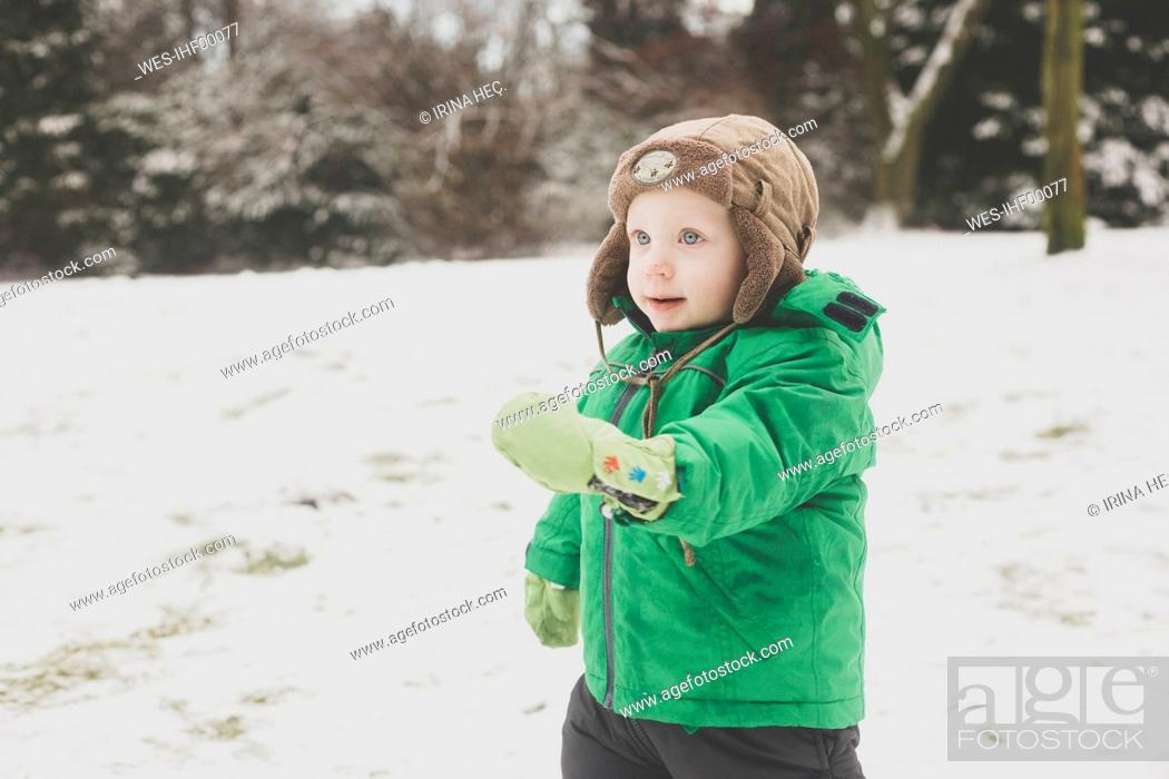 Photo de stock: Portrait of toddler boy in winter.