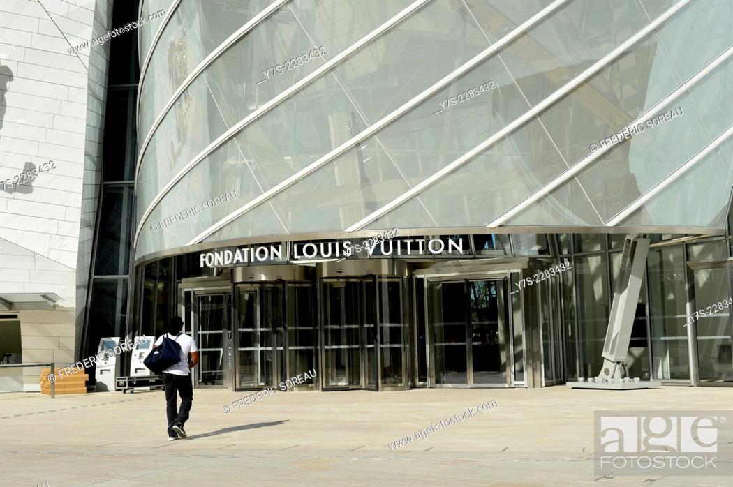 Stock Photo: The Fondation Louis Vuitton conceived by architect Franck Gerhy in Paris, Bois de Boulogne, France.