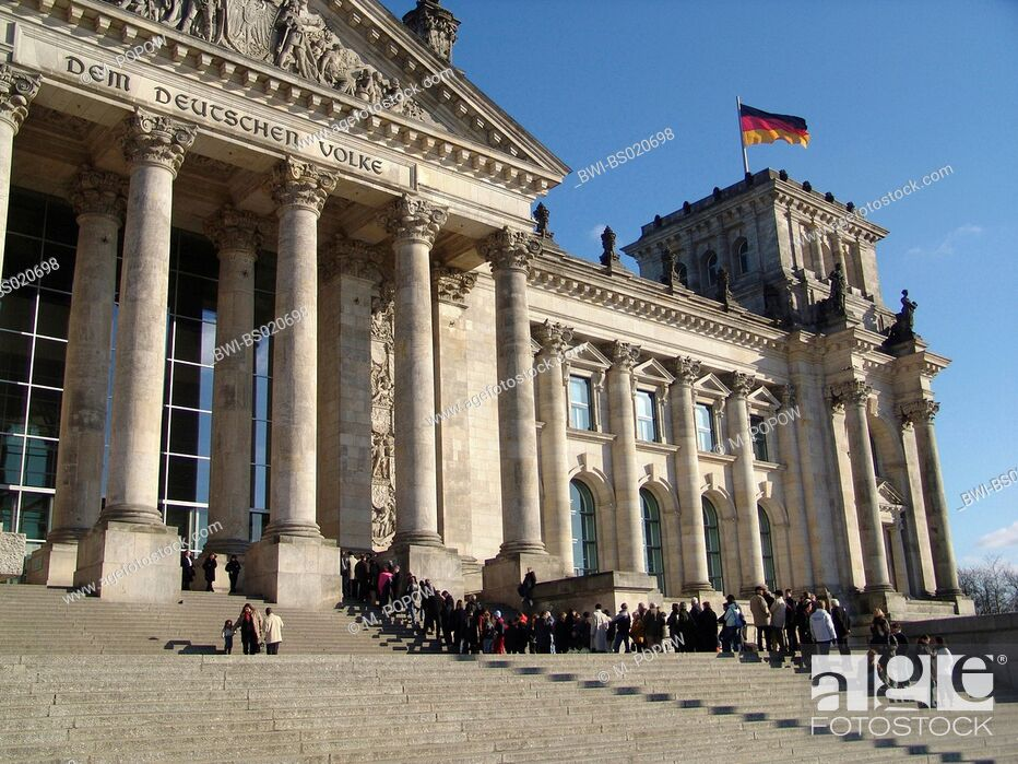 Stock Photo: Reichstag building with waiting queue of visitors, Germany, Berlin.