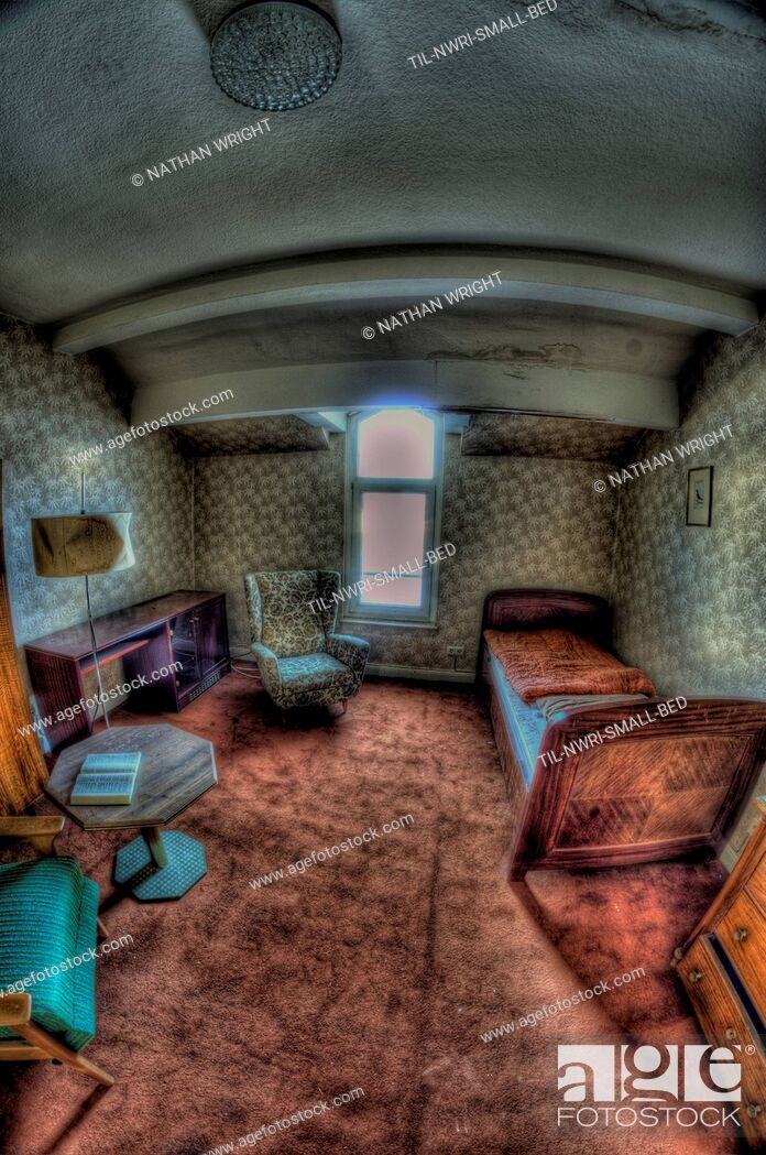 Imagen: Interior of disused hotel near East German border.
