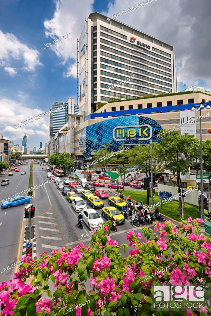 b8dc460b8445 Foto de stock - Phayathai Road and MBK Shopping Center. Bangkok