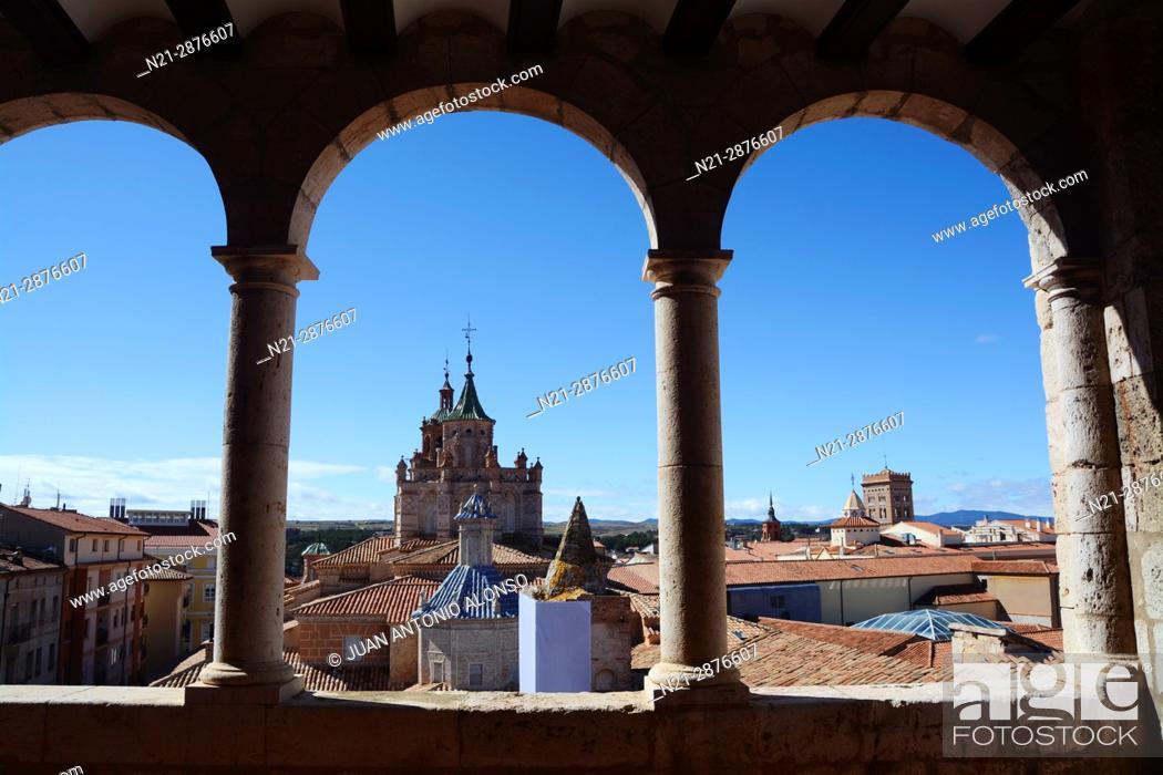 Imagen: The Cathedral of Santa María de Mediavilla and partial view of Teruel from the Museo Provincial de Teruel. Teruel, Aragón, Spain, Europe.
