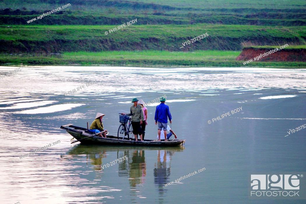Stock Photo: Vietnam, Ha Long bay on land, Ken Ga, karstic landscape around Hoa Lu.