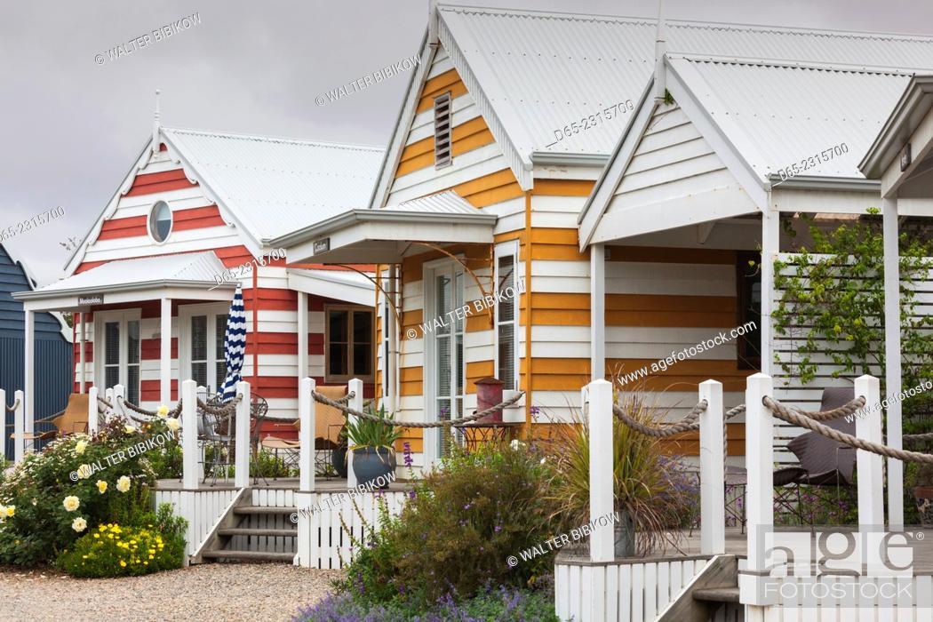 Stock Photo: Australia, South Australia, Fleurieu Peninsula, Middleton, striped beach huts.