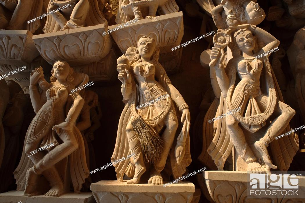 Stock Photo: Sculptures lying on the ground. They are intended to beautify a jain temple under construction at Amarkantak ( Madhya pradesh, India).