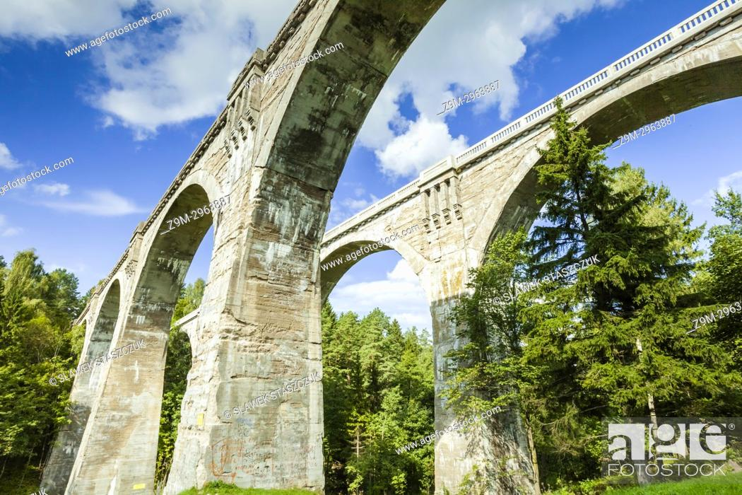 Imagen: Historic railway bridge in Stanczyki, Warminsko-Mazurskie, Poland.
