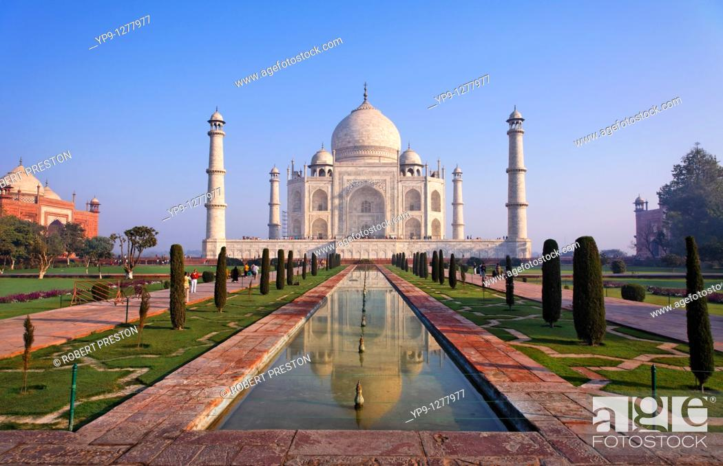 Stock Photo: The Taj Mahal and reflection, Agra, Uttar Pradesh, India.