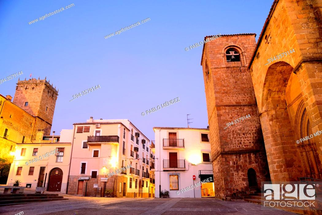Imagen: San Nicolas square: Palace of the Marquess of Mirabel and church of San Nicolas, Plasencia, Caceres, Spain.