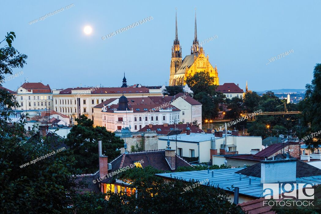 Imagen: Petrov cathedral and overview with full moon. Brno, Czech Republic.