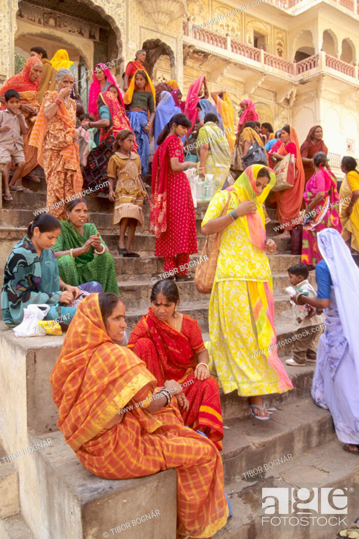 Stock Photo: Galta Temple, festival, women. Jaipur. Rajasthan. India.