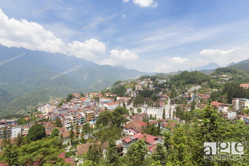 Imagen: View of Sapa city from Hamrong park, Sapa, Vietnam.