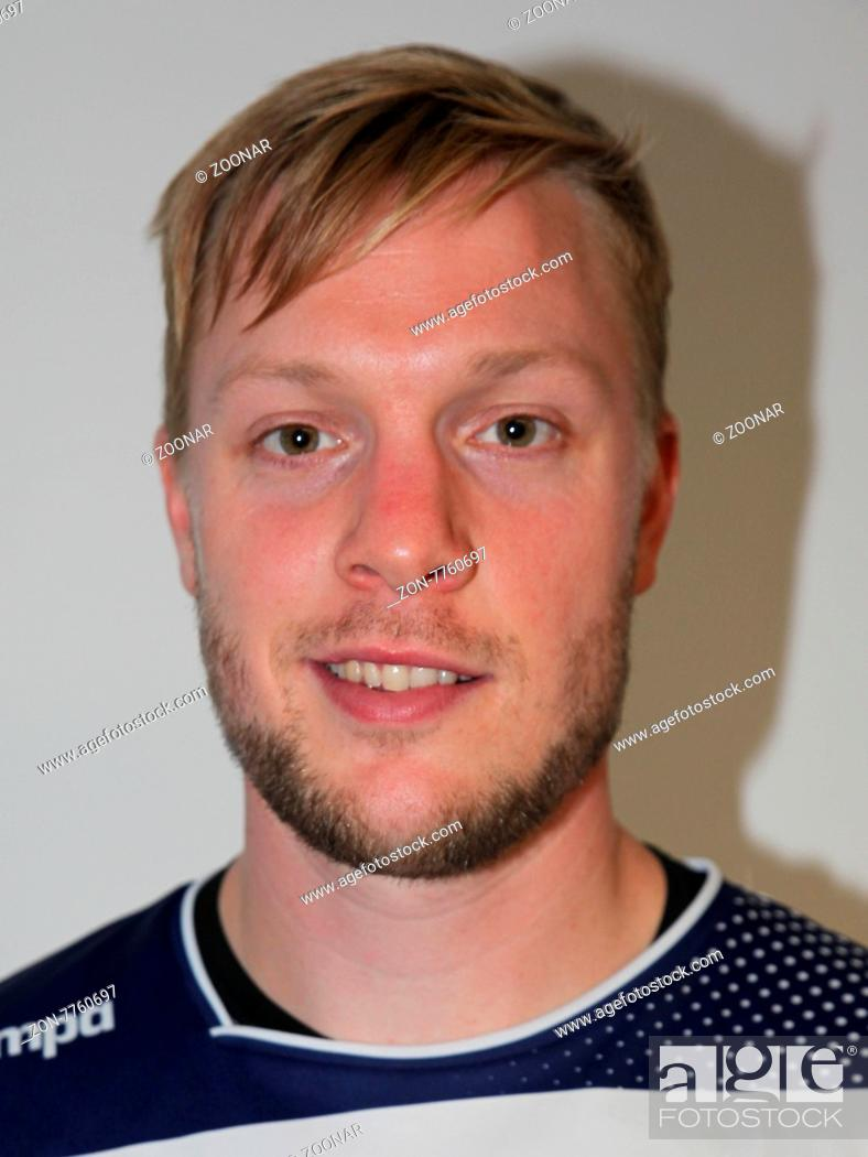 2f3114e04e Stock Photo - Julian Krieg (HBW Balingen-Weilstetten) beim DKB  Handball-Bundesligaspiel SC Magdeburg gegen HBW Balingen-Weilstetten am  13.09.2015 in der ...