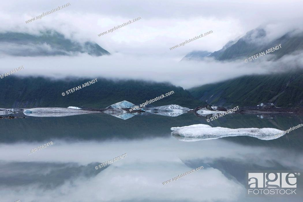 Stock Photo: Ice floes on the Valdez Galcier lake, Valdez, USA, North America.