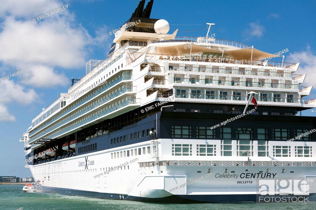 """Imagen: The Cruise Liner """"""""Celebrity Century"""""""" anchored off Guernsey (St. Peter's port). allowing passengers to go ashore via launches."""
