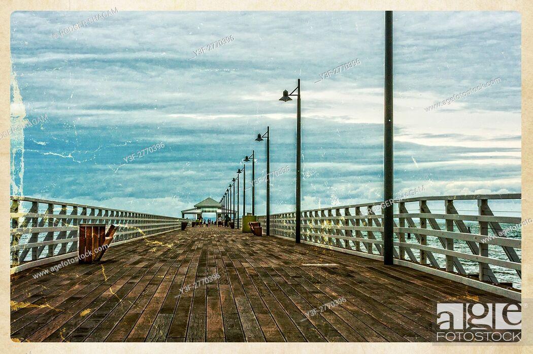 Imagen: Shorncliffe pier. Boardwalk. Straight out to sea. Brisbane, Queensland, Australia.