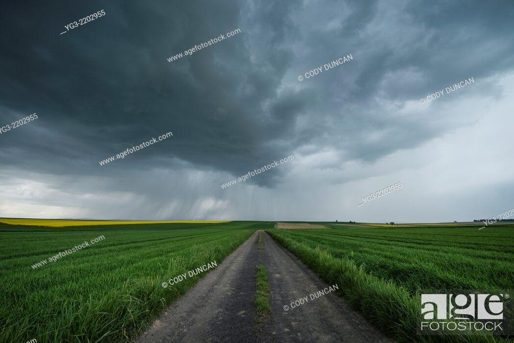 Imagen: Spring thunderstom over fields, Prudnik County, Opole Voivodship, Silesia, Poland.