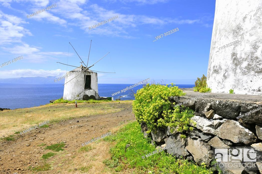 Imagen: Windmill in Vila Nova do Corvo. Azores islands, Portugal.
