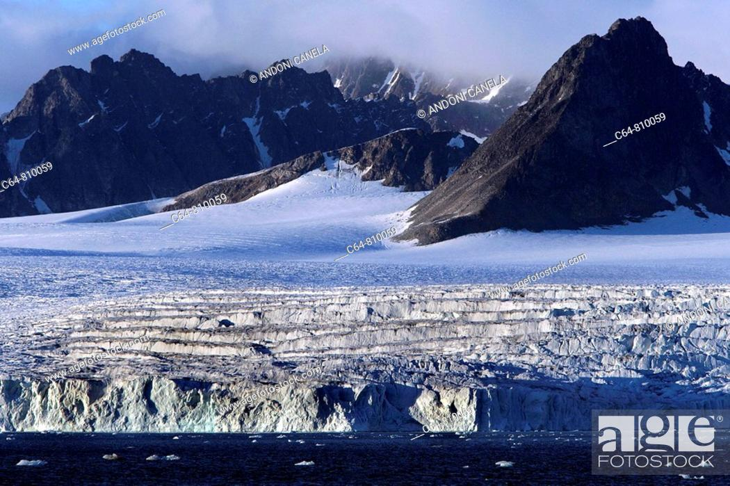 Stock Photo: Glaciers and icebergs at the Svalbard archipelago. Spitsbergen island, Arctic Ocean, Norway.
