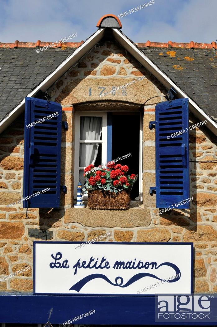 Stock Photo: France, Cotes d'Armor, Brehat island, Le Bourg, blue shuttered windows, a stone house built in 1788.