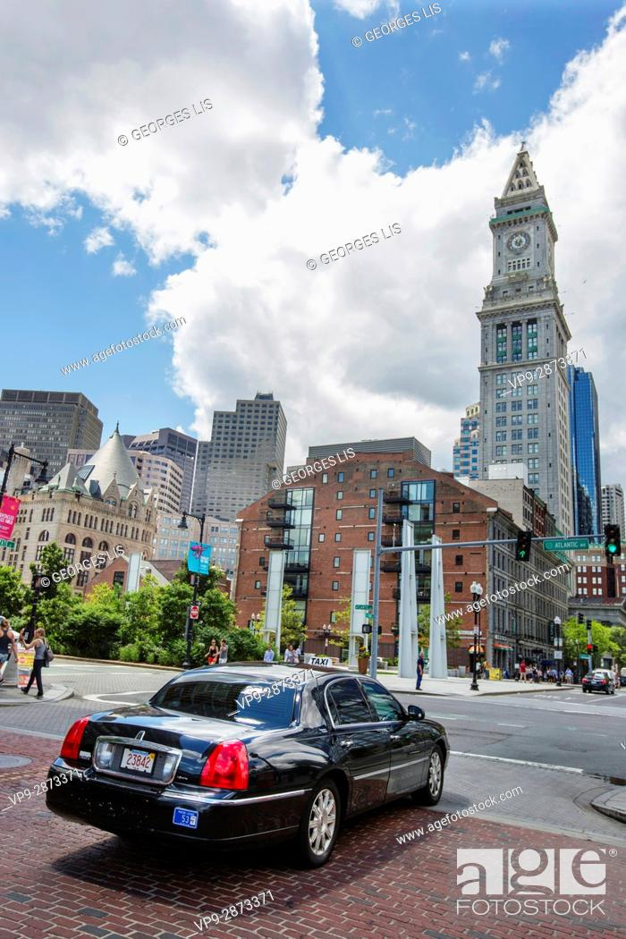 Imagen: Limousine and downtown skyline from Rose Kennedy Greenway Boston MA USA Massachussets.