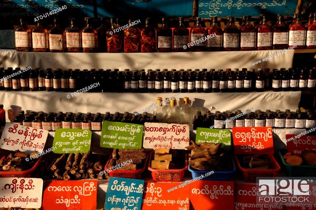 Imagen: Row of bottles on a shelf.