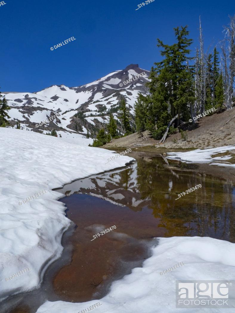 Stock Photo: Green Lakes Trail Bend Oregon. USA.