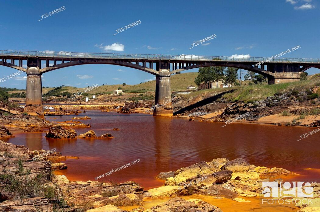 Stock Photo: Río Tinto y puente Gadea. Villarrasaa (Huelva).
