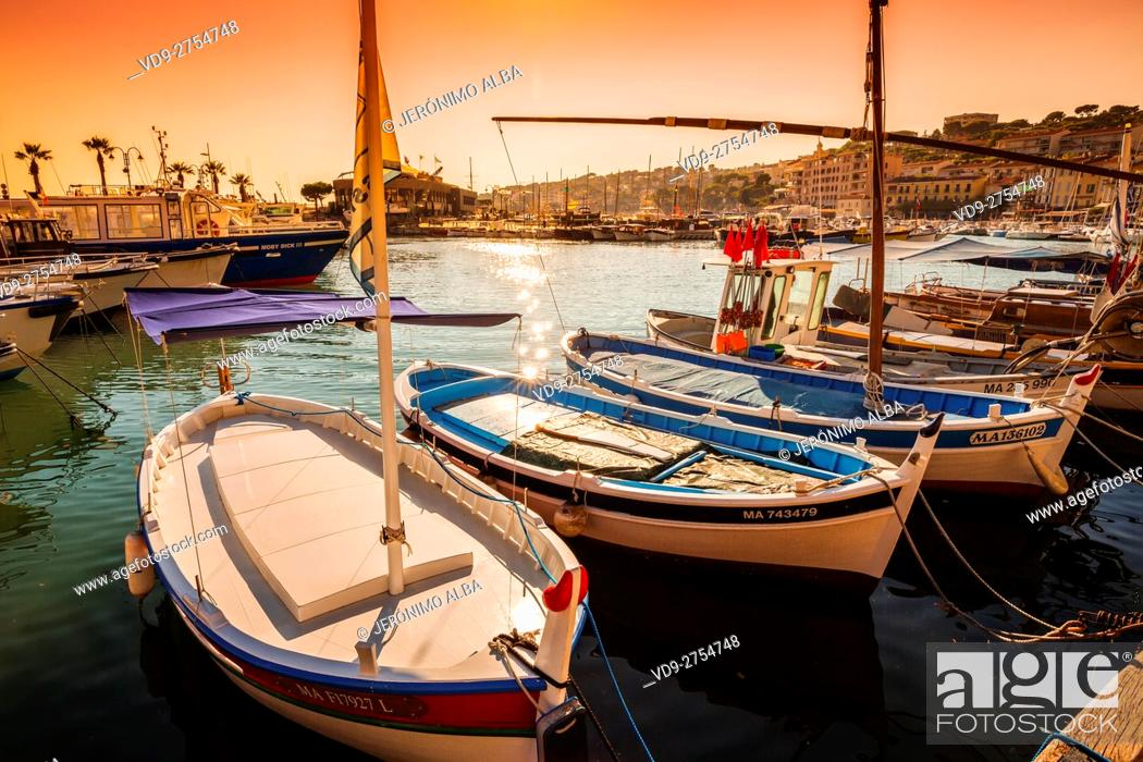 Stock Photo: Fishing boats at fishing port, Marina, old harbour. Village of Cassis. Bouches-du-Rhône, Provence Alpes Cote d'Azur. French Riviera. Mediterranean Sea.