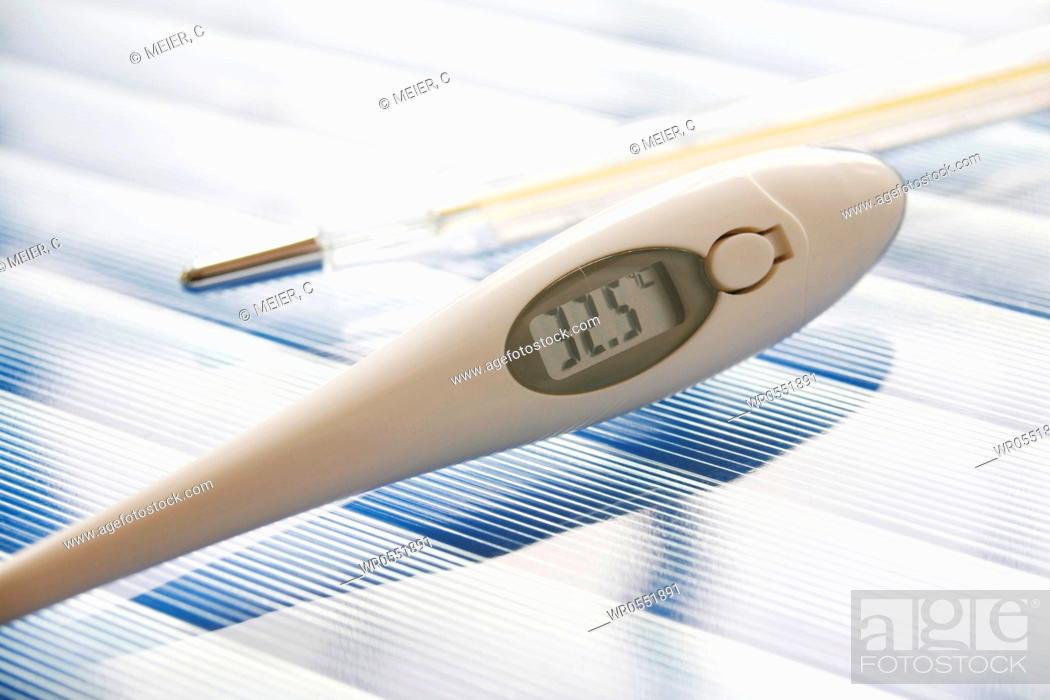 Imagen: Two clinical thermometers.