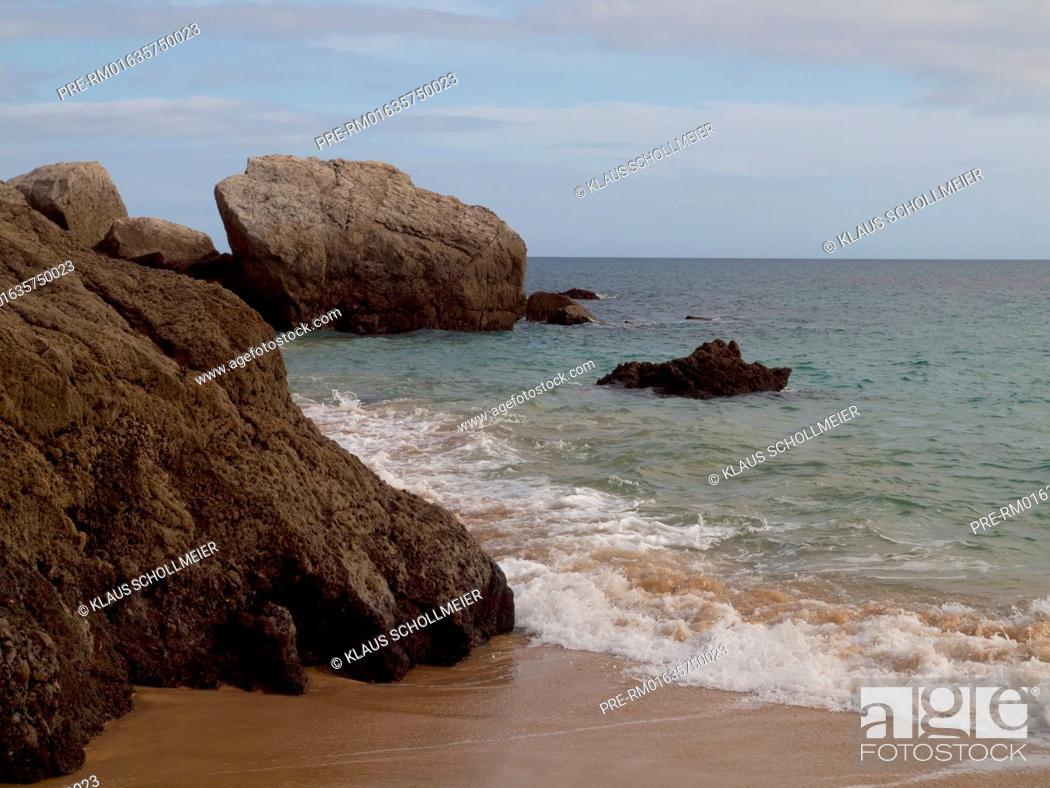 Imagen: Coast near Sesimbra at Setubal peninsula, Portugal / Küste bei Sesimbra auf der Halbinsel von Setubal, Portugal.