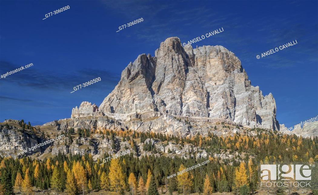Stock Photo: Italy. Alps. The Dolomites in the region of the 'Tre Cime di Lavaredo'. near Cortina d'Ampezzo.