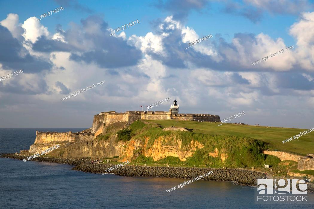 Stock Photo: Setting sunlight over fortress El Morro, old town, San Juan, Puerto Rico.
